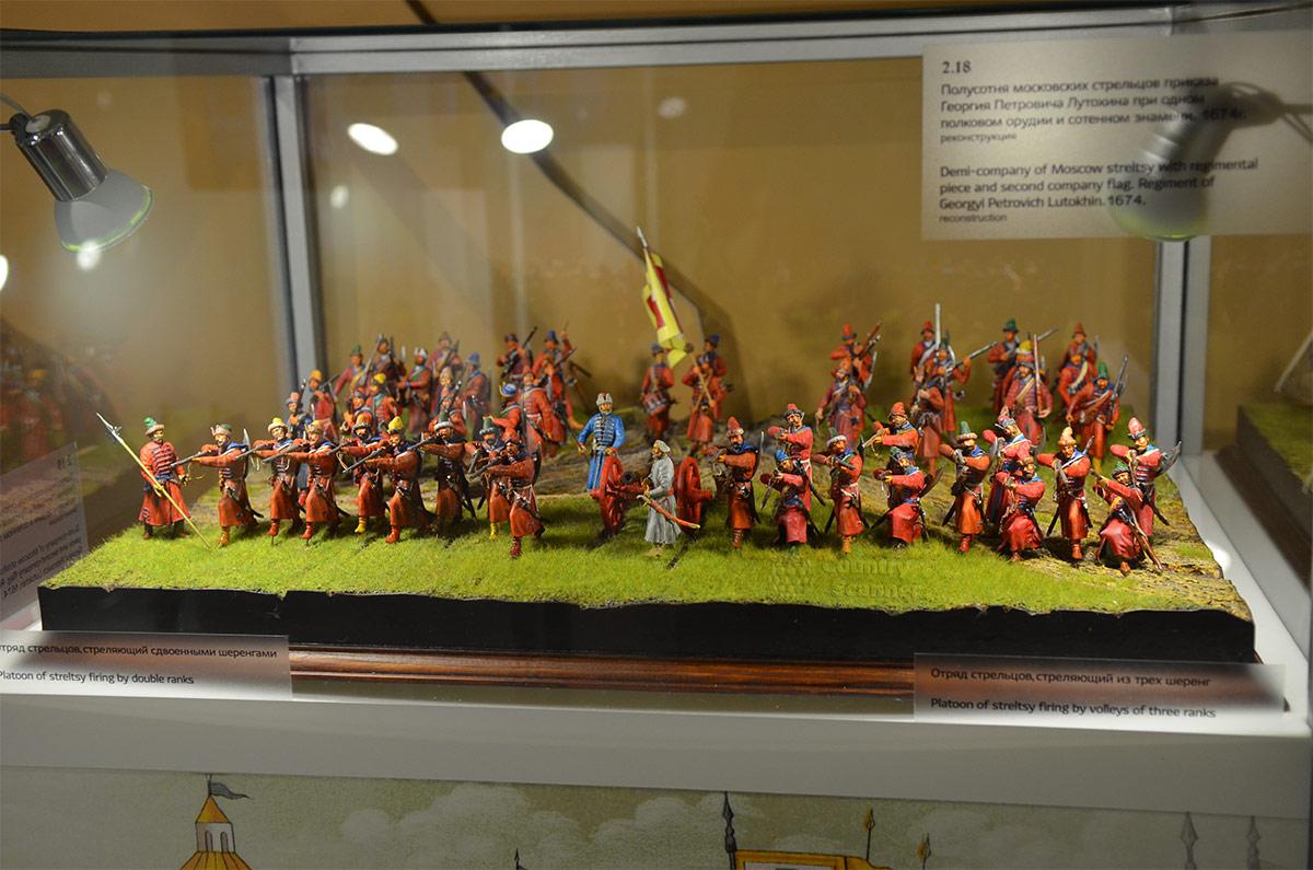 Стрелецкие палаты демонстрируют боевое построение отряда стрельцов с предводителями и полковым орудием вокруг воинского знамени – святыни подразделения.