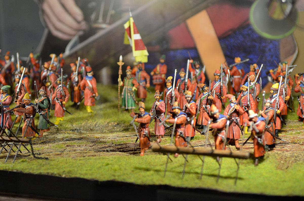Еще один миниатюрный макет воинской диспозиции в музее Стрелецкие палаты. Можно четко рассмотреть бревна на скрещенных жердях, нужные для создания препятствий атакам кавалерии противника.