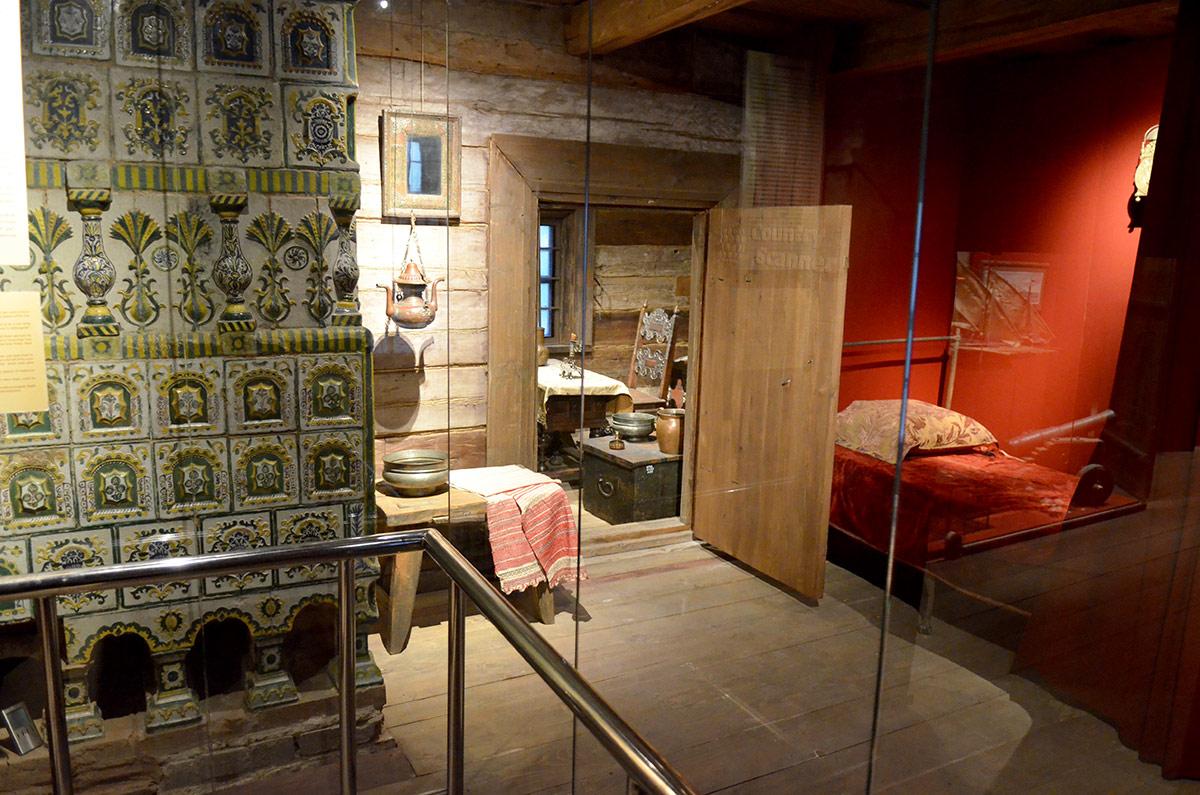 Другой угол спальни занят местом для умывания – тазиком и полотенцем на скамье и подвешенным сосудом. Здесь же изразцовая печь, одна из 3-х в домике Петра.