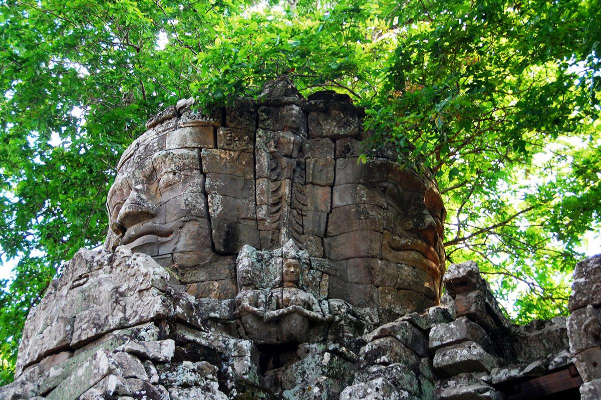 Бантей Кдей. Статуя будды