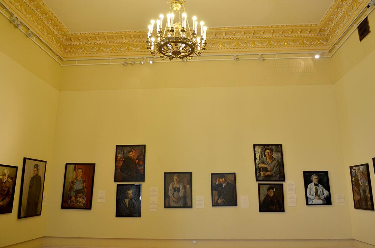 Галерея портретов простых людей в экспозиции живописи Михайловского замка, предоставленная для показа из запасников головного учреждения – Русского музея.