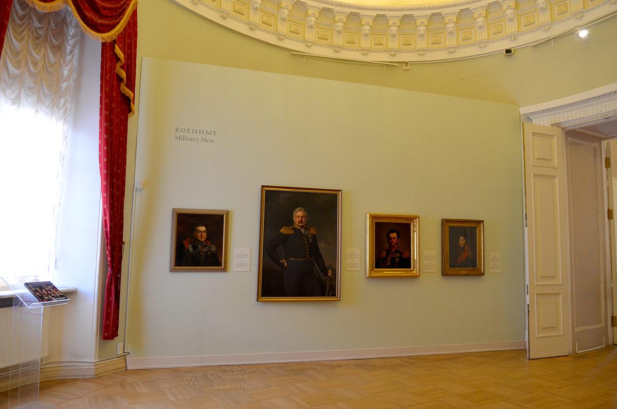 В отдельную экспозицию выделены в Михайловском замке изображения военнослужащих в парадном обмундировании. Армию император перестраивал на прусский манер, повысив требования к выправке и строевой подготовке.