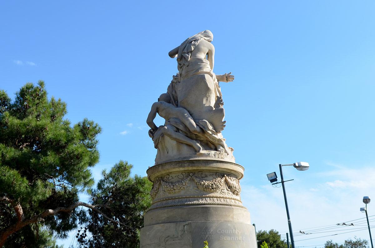 Памятник Байрону в Афинах. Байрон и его муза Эллада.