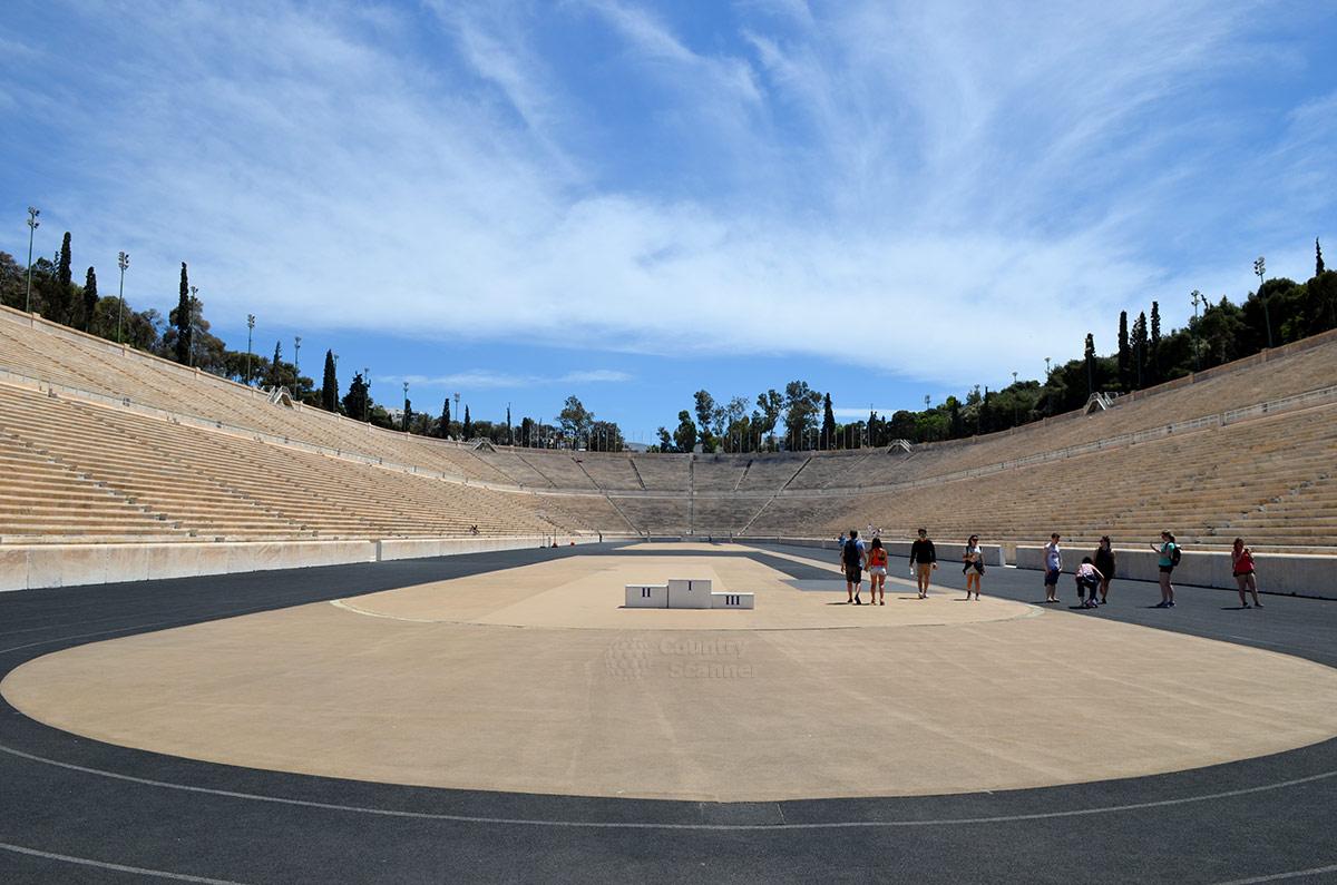 Классическую легкоатлетическую арену стадиона Панатинаикос окружают трибуны из натурального мрамора. Такого нет более ни на одном стадионе мира.