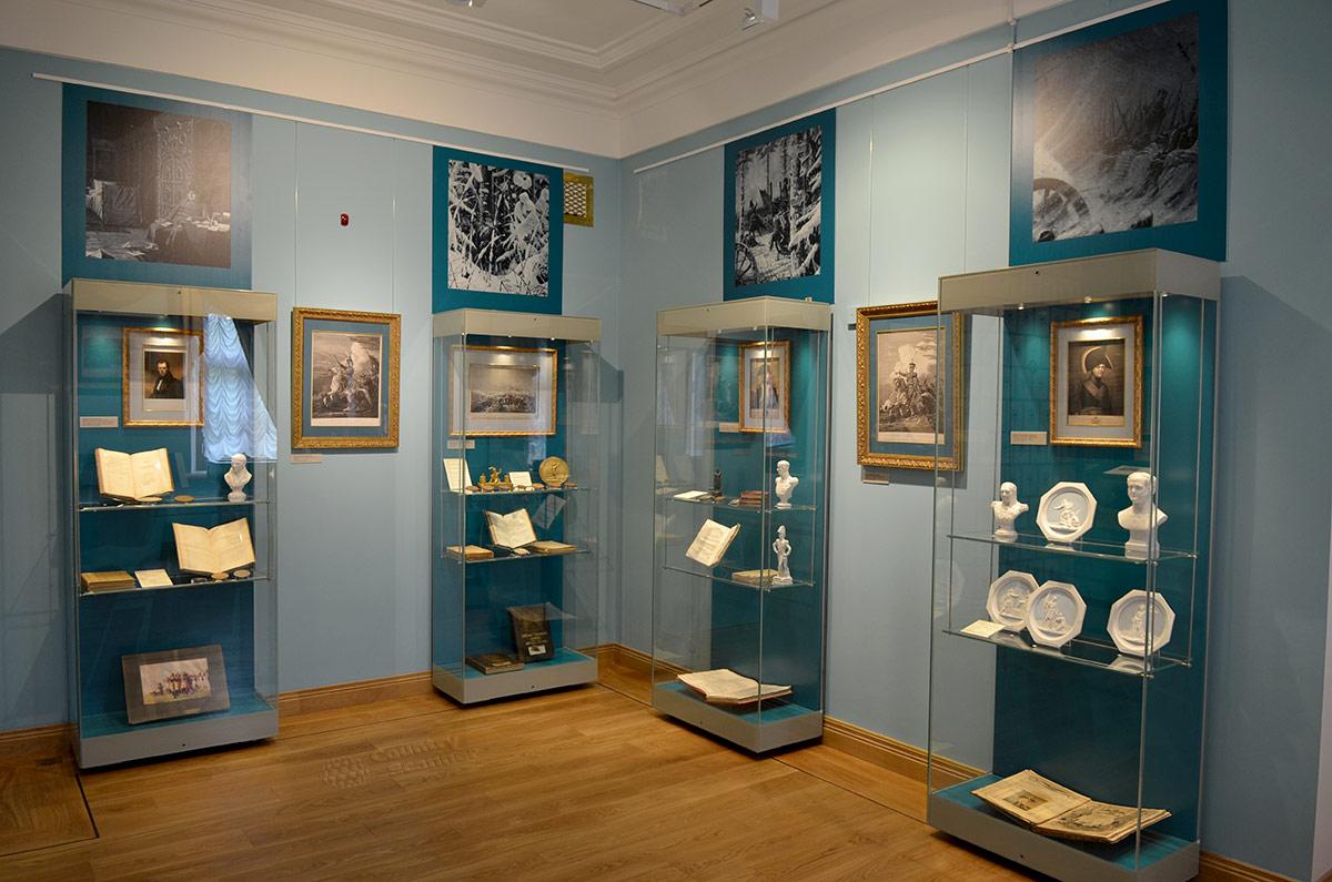Сотрудники музея усадьбы Остафьево стремятся отразить в экспозициях жизнь и творчество всех замечательных людей, бывавших гостями имения. Каждому отведен персональный стенд.