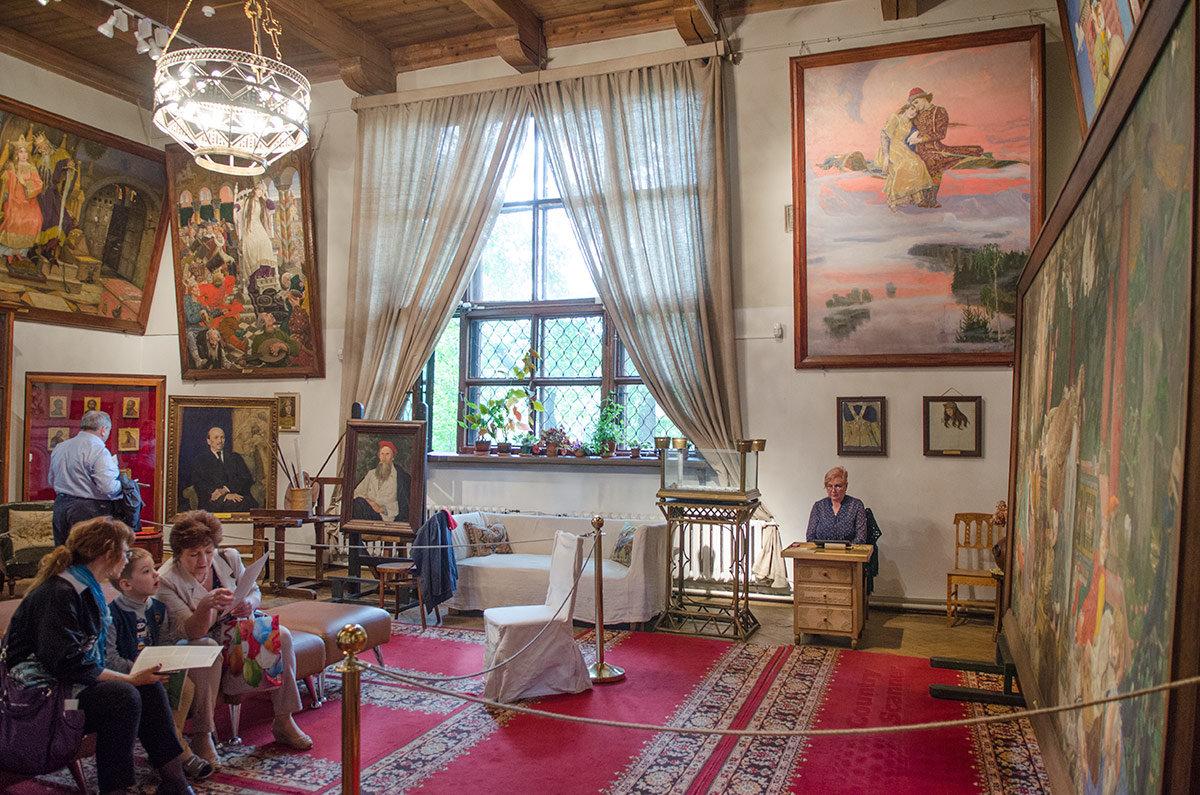 Общий вид художественной мастерской в музее Васнецова.