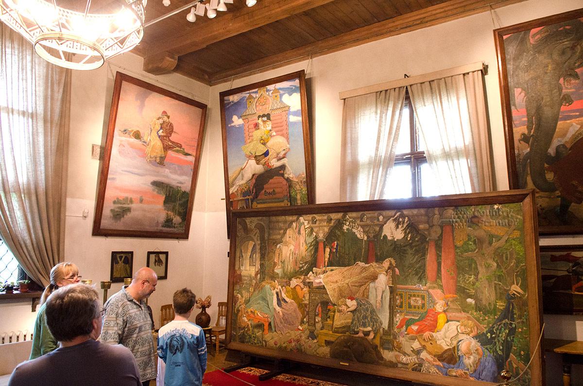 Одна из лучших картин музея Васнецова – Спящая красавица.