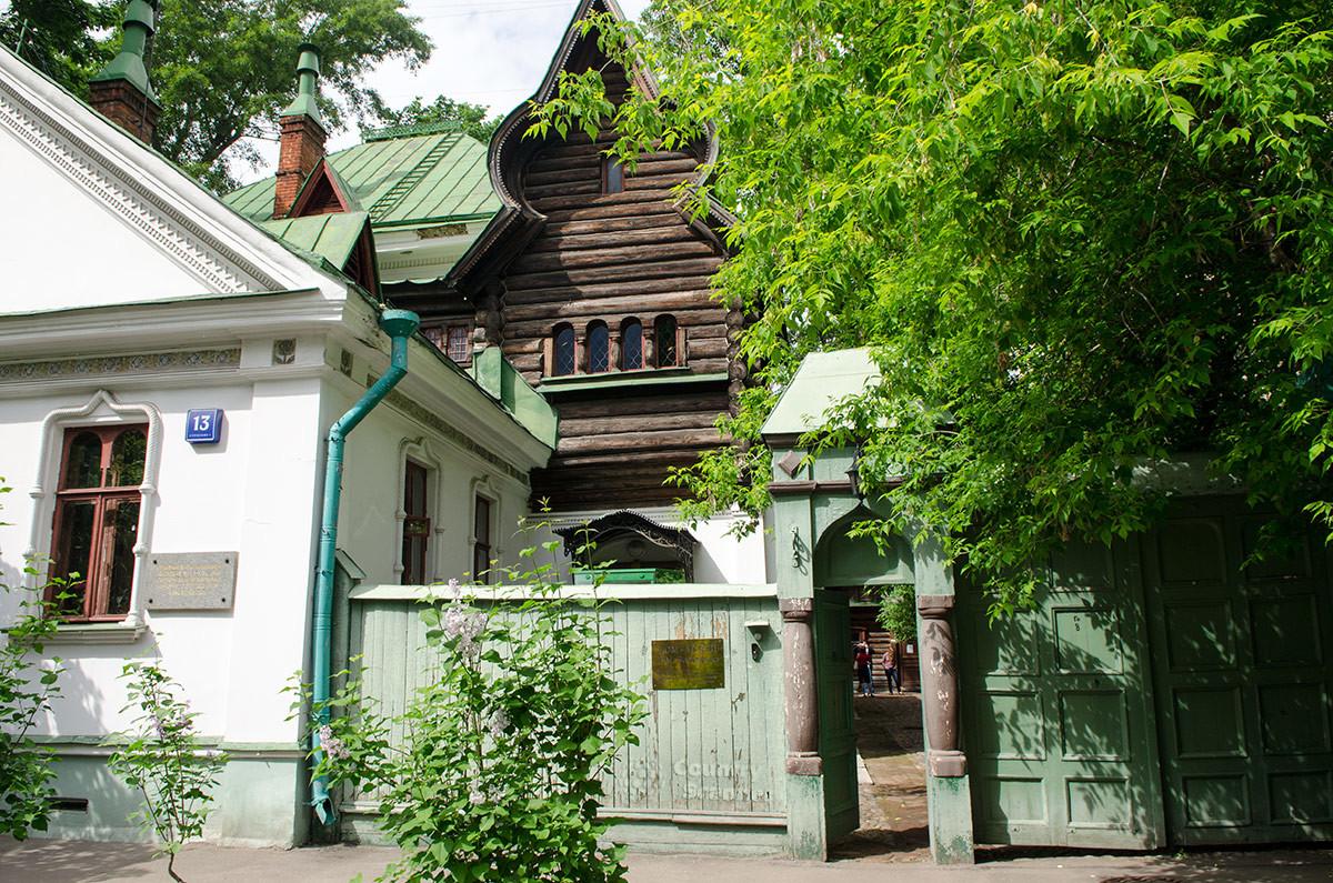 Смесь нескольких построек. Музей Васнецова.