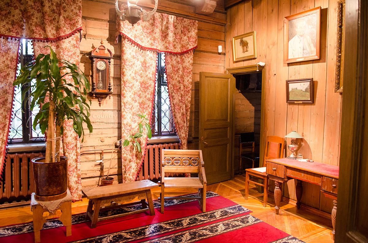 Гостиная в музее Васнецова.