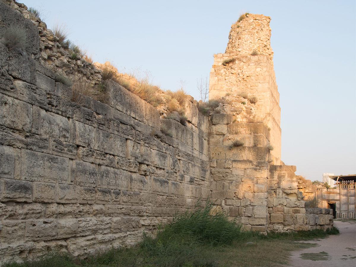 Массивная кладка оборонительных стен Херсонеса
