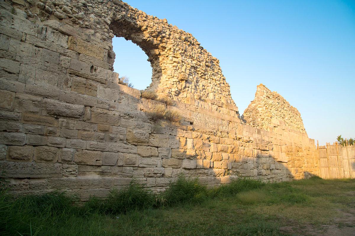 Крепостные стены Херсонеса.
