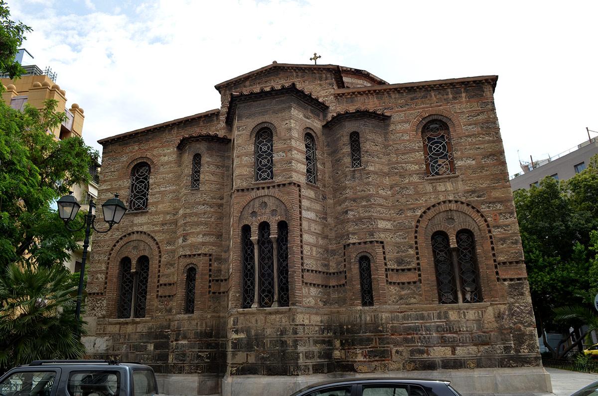 Храм Святой Живоначальной Троицы – православный приход в Афинах.