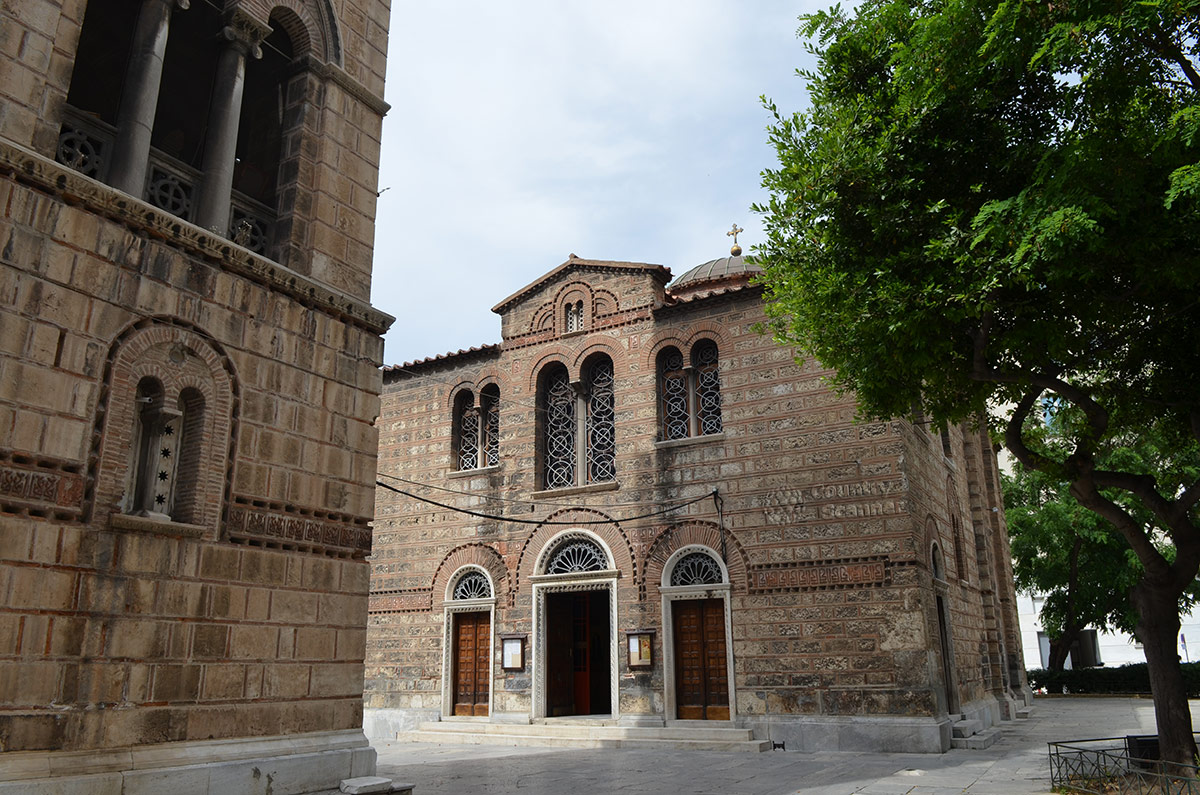 Храм Святой Живоначальной Троицы - памятник средневековой архитектуры.