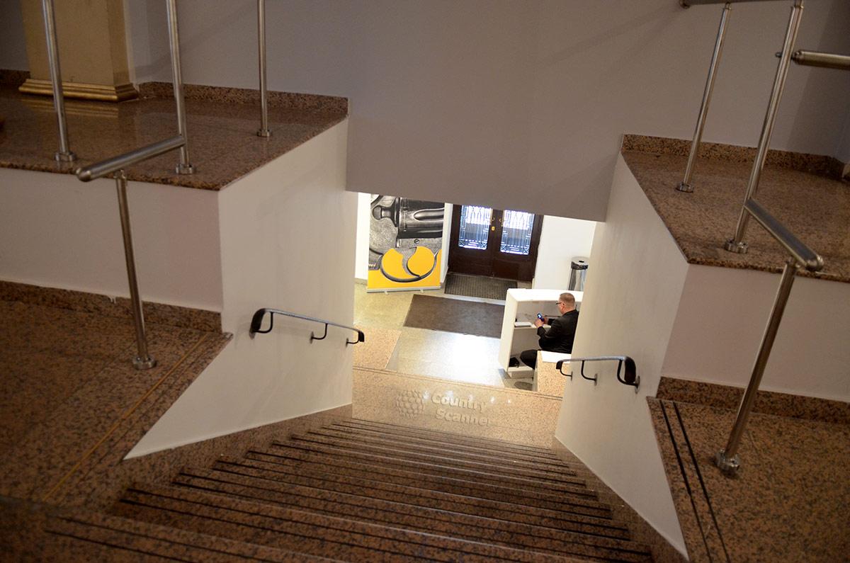 Внутреннее оформление московского музея современного искусства на Гоголевском бульваре разительно отличается от внешнего вида старинного княжеского особняка.