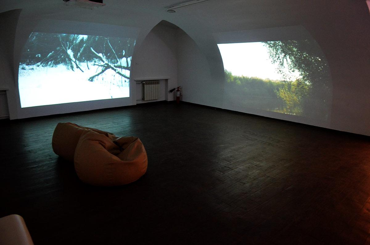 Московский музей современного искусства на Гоголевском бульваре обладает обширным арсеналом демонстрационных средств для показа произведений любых жанров и техники исполнения.