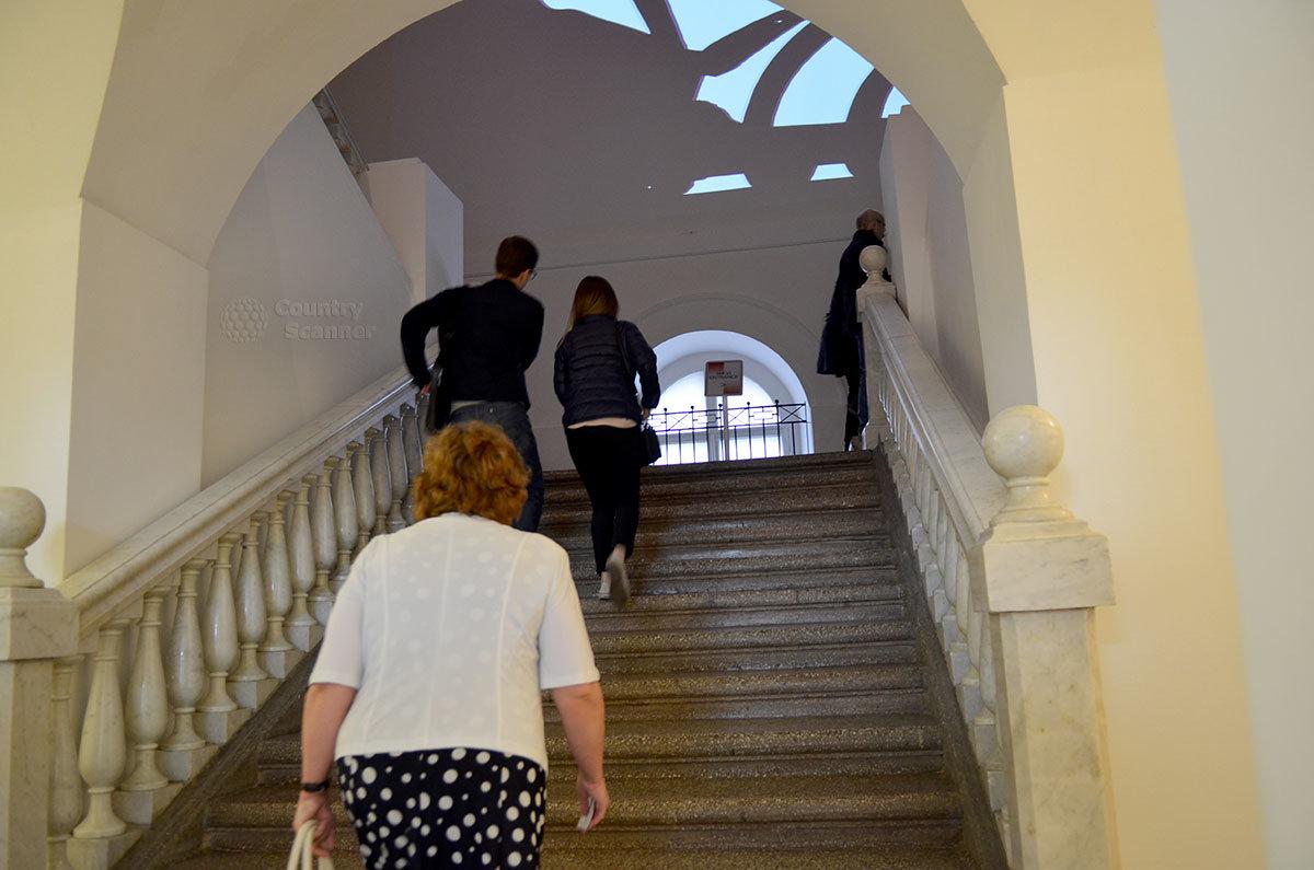 В старинном особняке по адресу Петровка 25 – музей современного искусства , возглавляемый президентом Академии художеств Зурабом Церетели, и ряд других учреждений разного назначения.