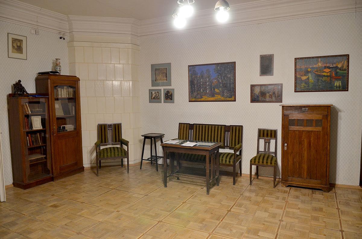 Музей Серебряного века. Картины в кабинете Брюсова