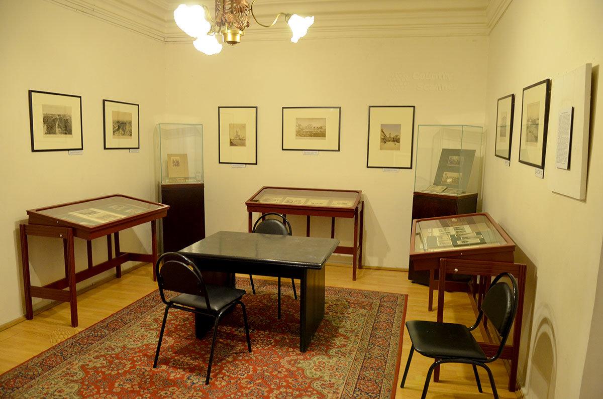 Проходная комната перед кабинетом Брюсова. Музей Серебряного века