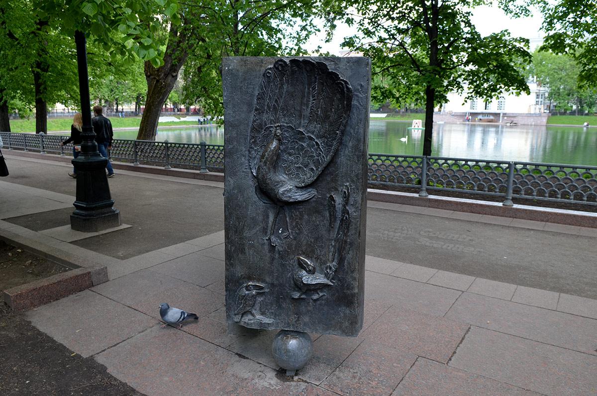 Памятник Крылову. Персонажи из знаменитых басен.