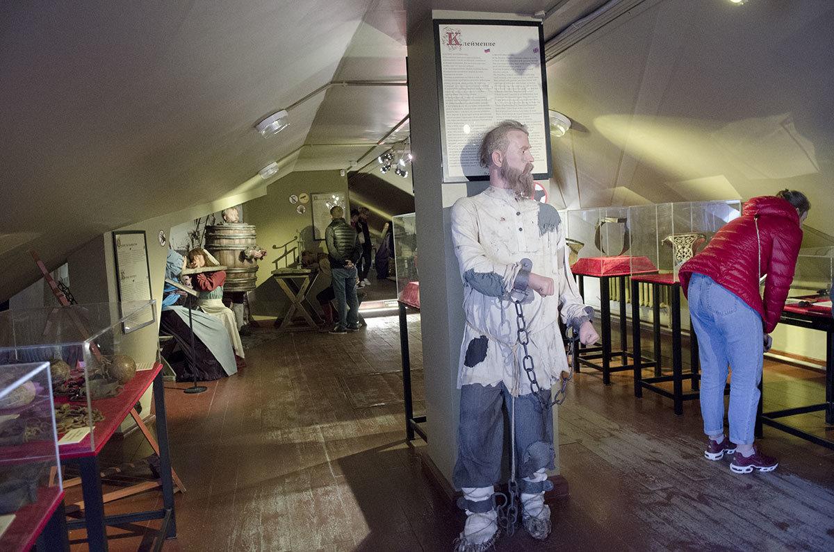 Выставка орудий пыток Средневековья была бы неполной без демонстрации заклейменного каторжанина.