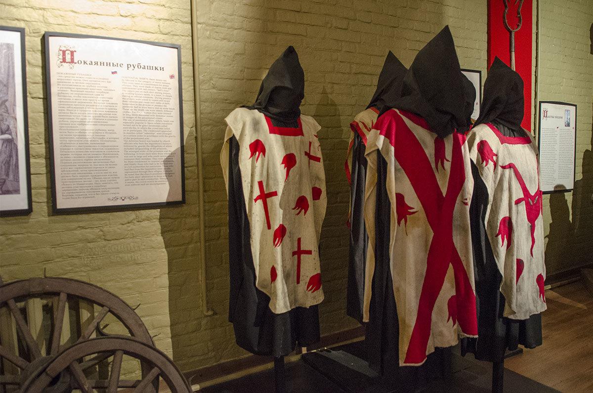 Среди самых безобидных орудий пыток Средневековья – покаянные рубашки, ношение которых назначалось за проступки малой тяжести.