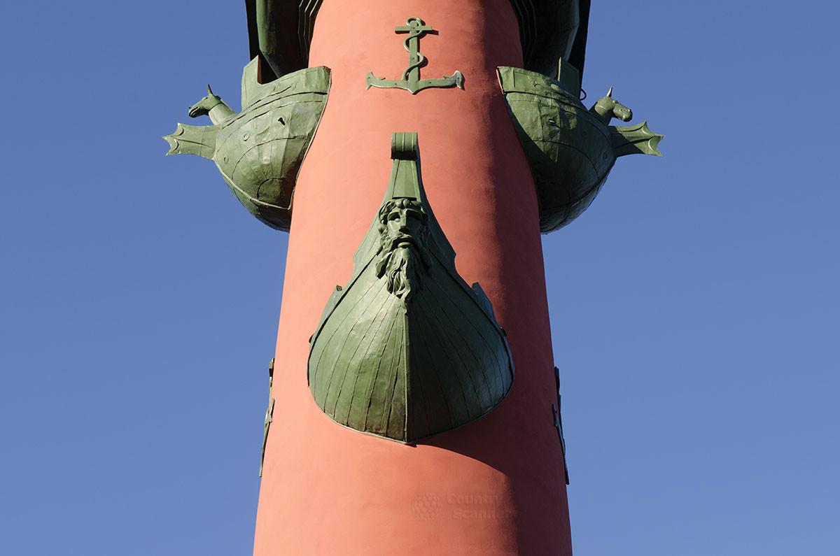 Различные конструкции носовых частей древних кораблей послужили моделями украшений ростральных колонн.