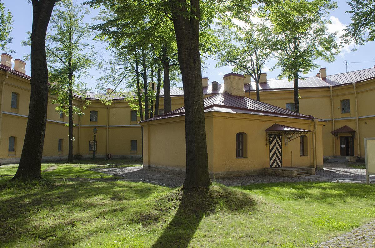 Баня во внутреннем дворе тюрьмы Трубецкого бастиона, который использовался для одиночных прогулок заключенных.