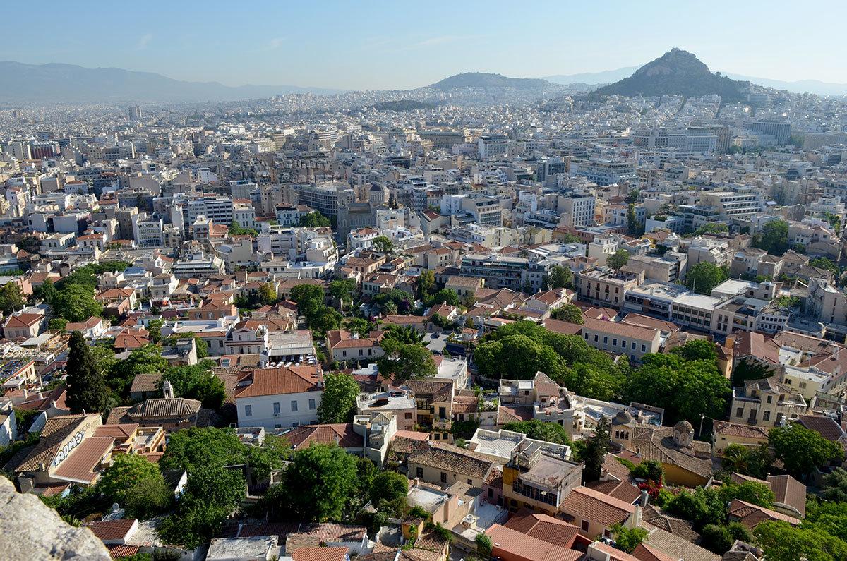 Высочайшая вершина на территории греческой столицы – холм Ликавитос почти в два раза выше возвышенности афинского Акрополя.