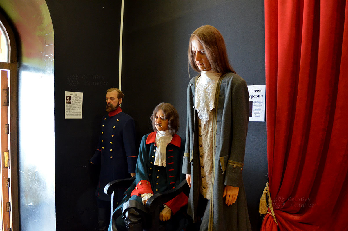 этом фото восковых фигур в ливадийском дворце можно