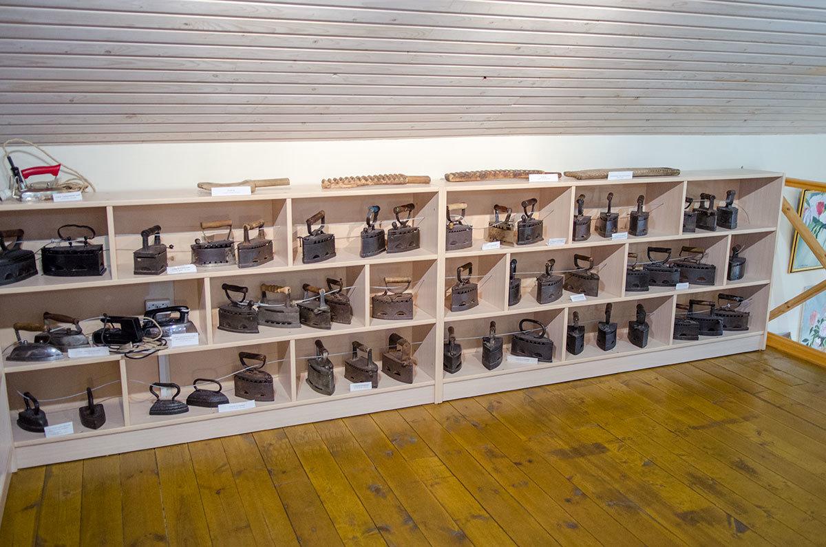 В своей экспозиции Новгородский музей утюга имеет более двух с половиной сотен приспособлений для глажения тканей.