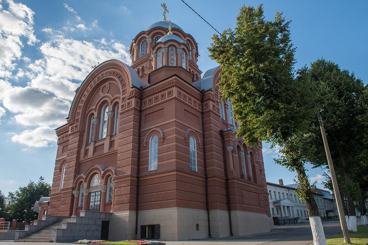 Никольский собор – самое высокое и величественное сооружение Покровского монастыря, пока находящееся на реконструкции.