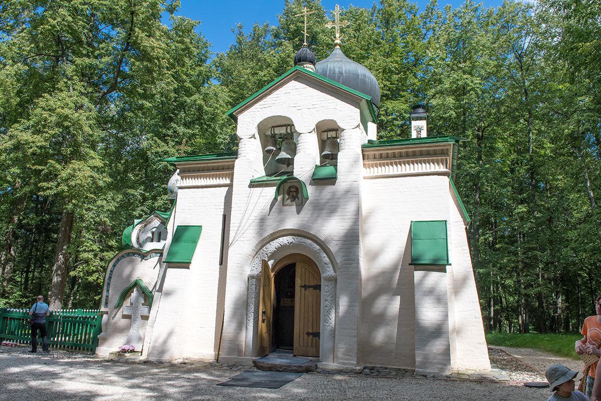 Церковь Спаса Нерукотворного – один из символов усадьбы Абрамцево, построена общими усилиями хозяев и гостей по проекту Виктора Васнецова.