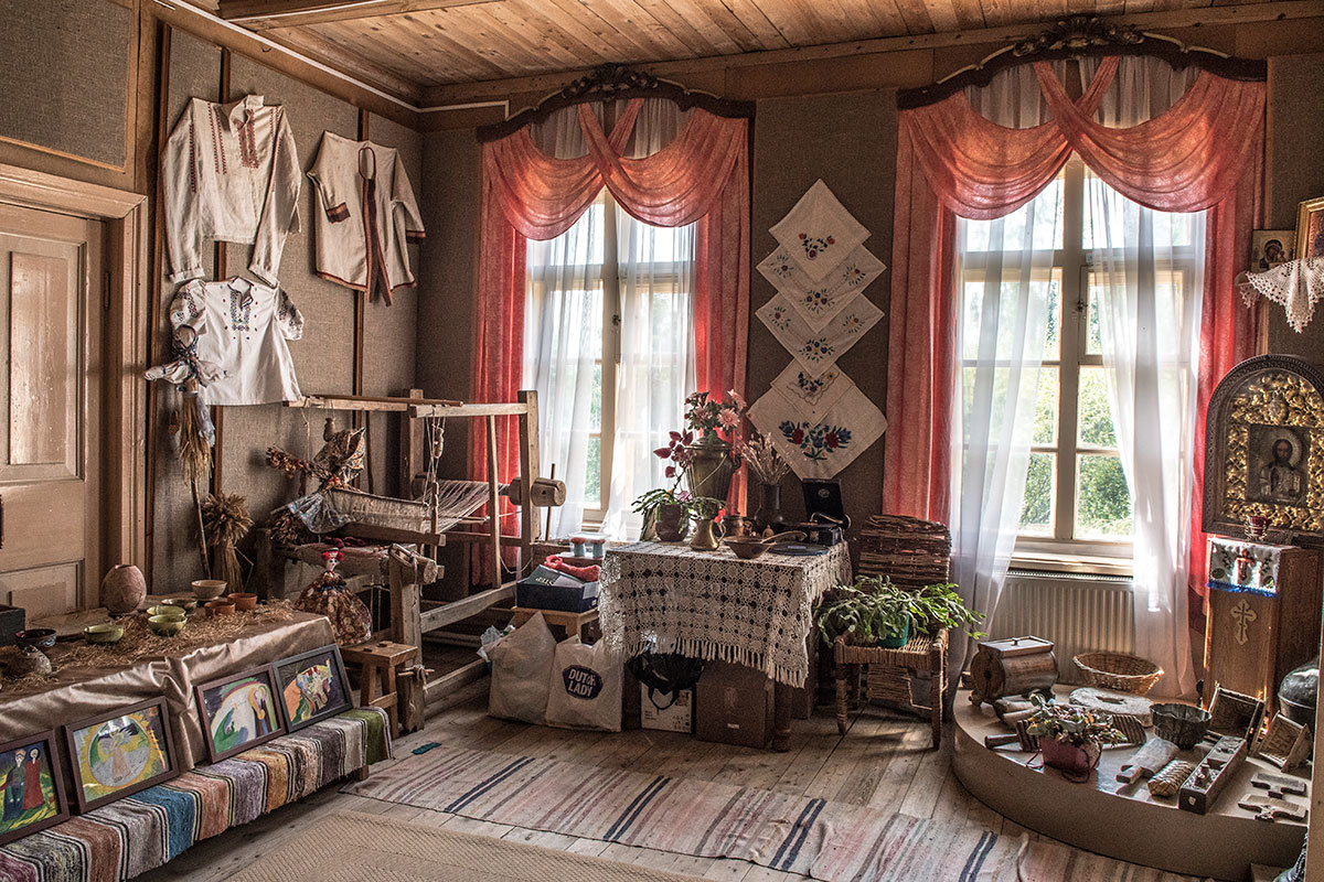Зал народного быта и ремесел усадьбы Болотова дает по обозначенной теме многочисленные наглядные сведения.