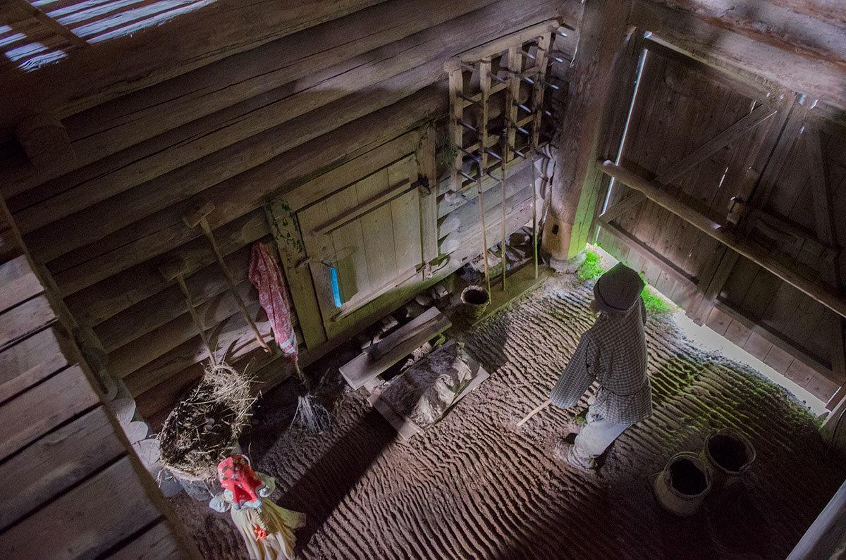 Так выглядит сверху подсобное помещение крестьянской избы в музее Витославлицы.