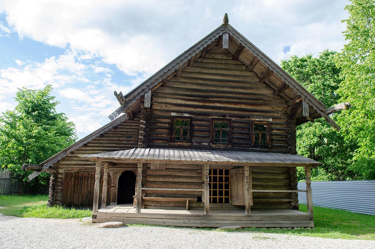 Представленная в музее Витославлицы изба крестьянина среднего достатка.