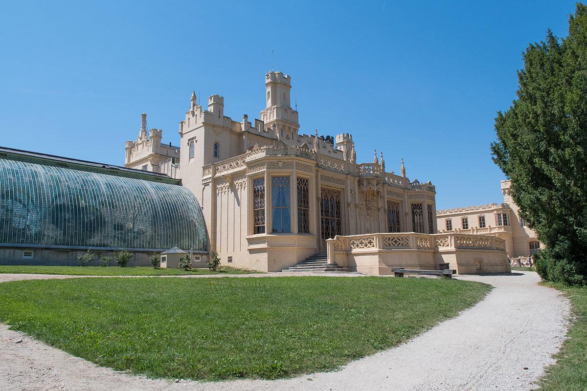Одна из главных достопримечательностей замка Леднице – застекленная оранжерея для субтропических растений.