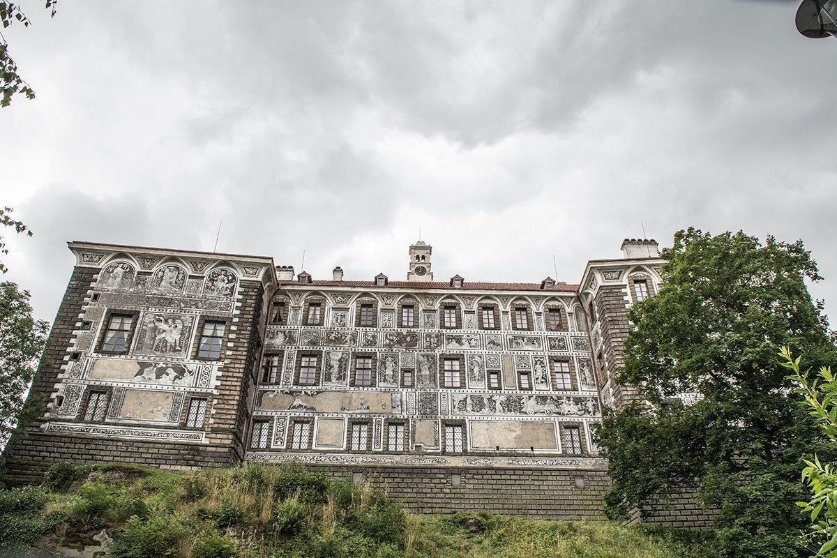 Замок Нелагозевес. Изображения в технике сграффито.
