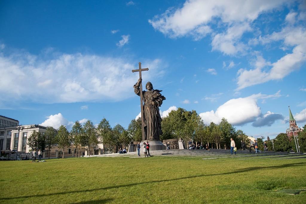 pamyatnik-knyazyu-vladimiru-countryscanner-3-1024x683.jpg