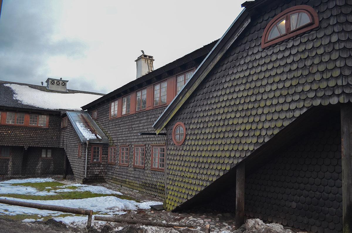 Музей Скансен демонстрирует не только традиционные народные избы, но и авторские работы оригинального облика.