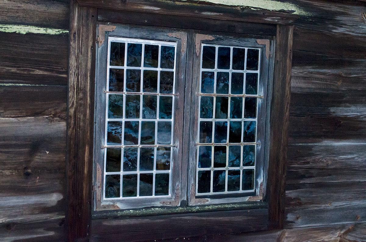 Слюдяные окна, используемые в Скандинавии до появления стекла, сохранились в старинных зданиях, сохраненных в музее Скансен.