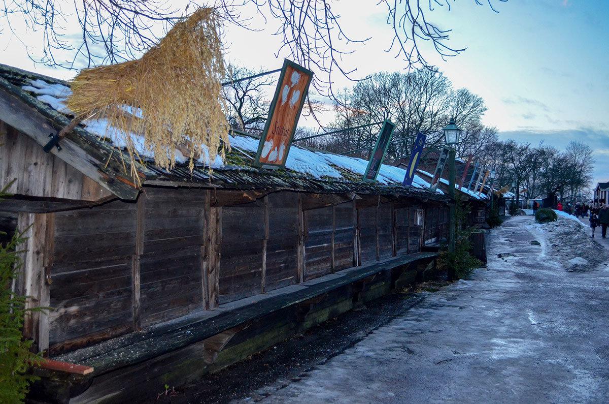 Длинный амбар на территории музея Скансен – один из старейших экспонатов хранилища древностей под открытым небом.