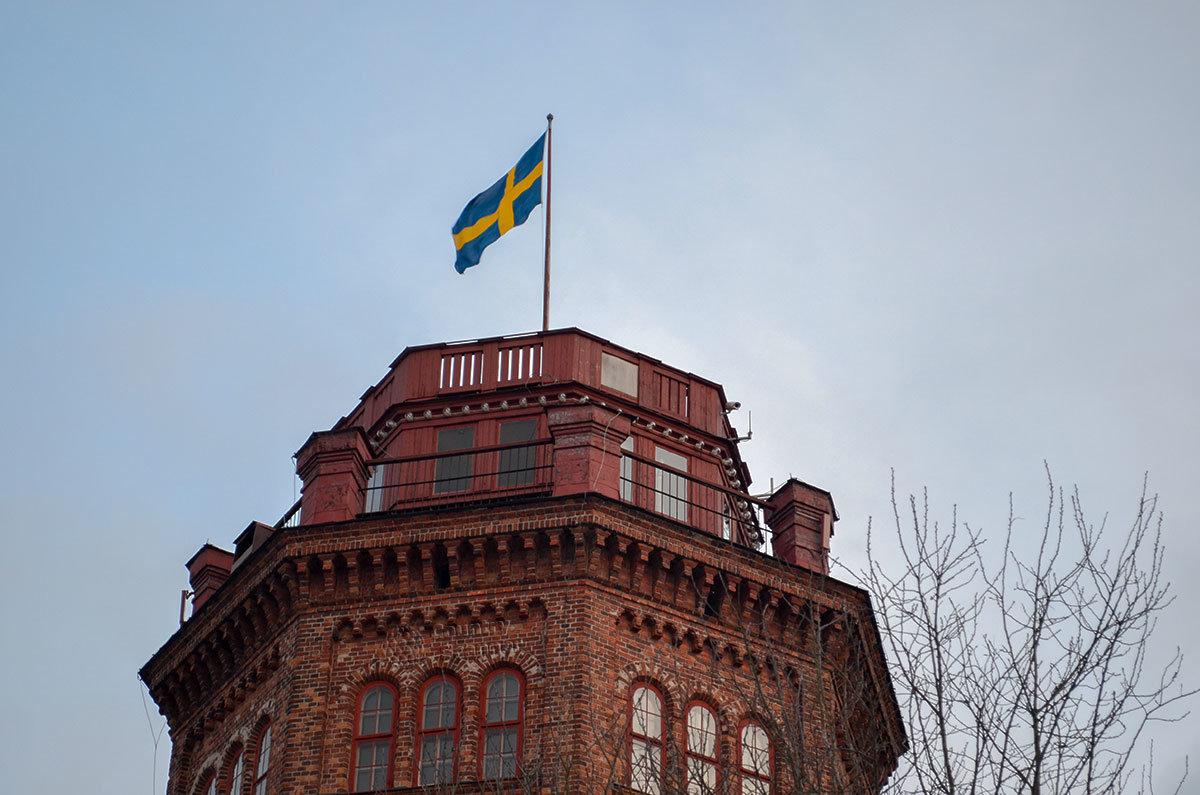 Многоугольная красная кирпичная башня построена раньше, чем комплекс Скансен был заложен на острове Юргорден.