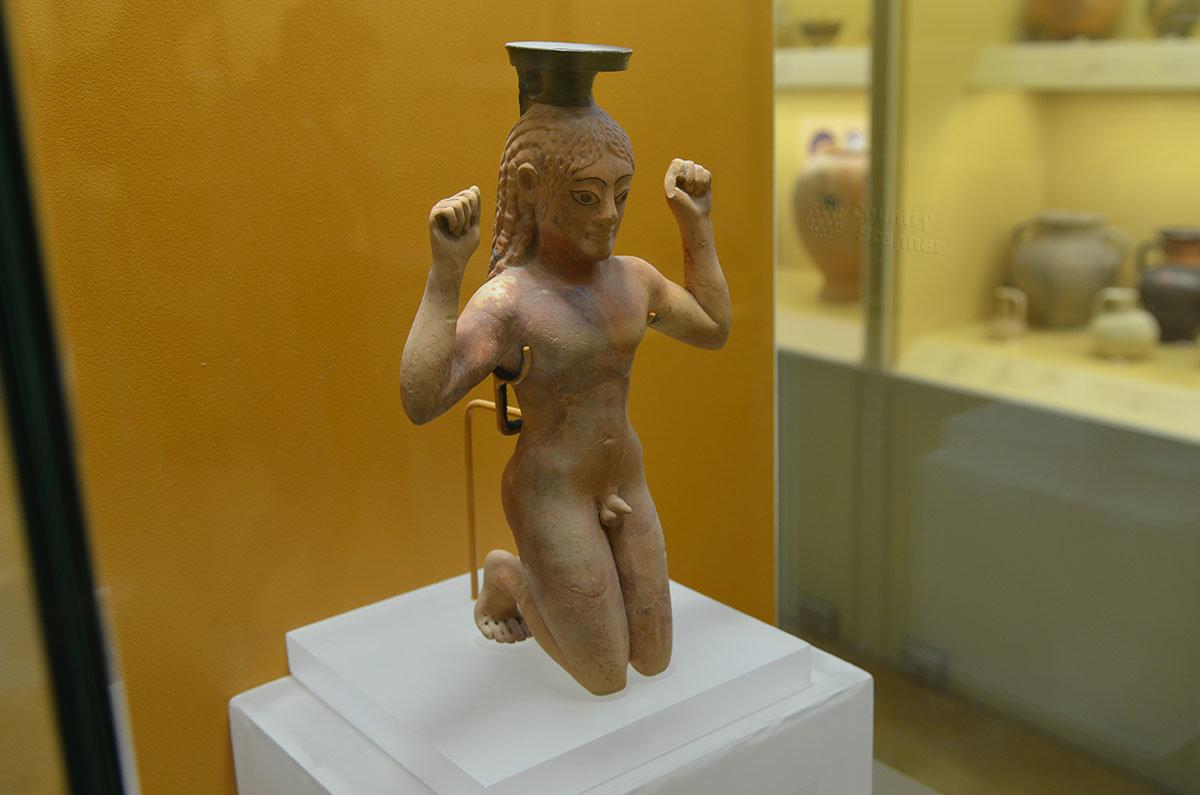 Уникальный экспонат музея Столы Аттала – флакон для благовоний, сделанный почти за 500 лет до нашей эры.