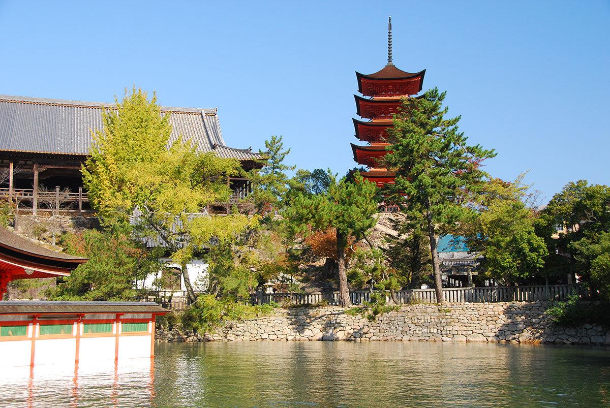 Святилище Ицукусима. Пятиярусная пагода
