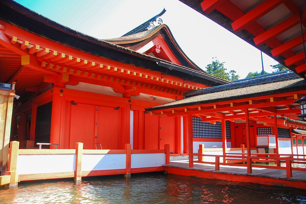 Святилище Ицукусима. Наиси-Баси
