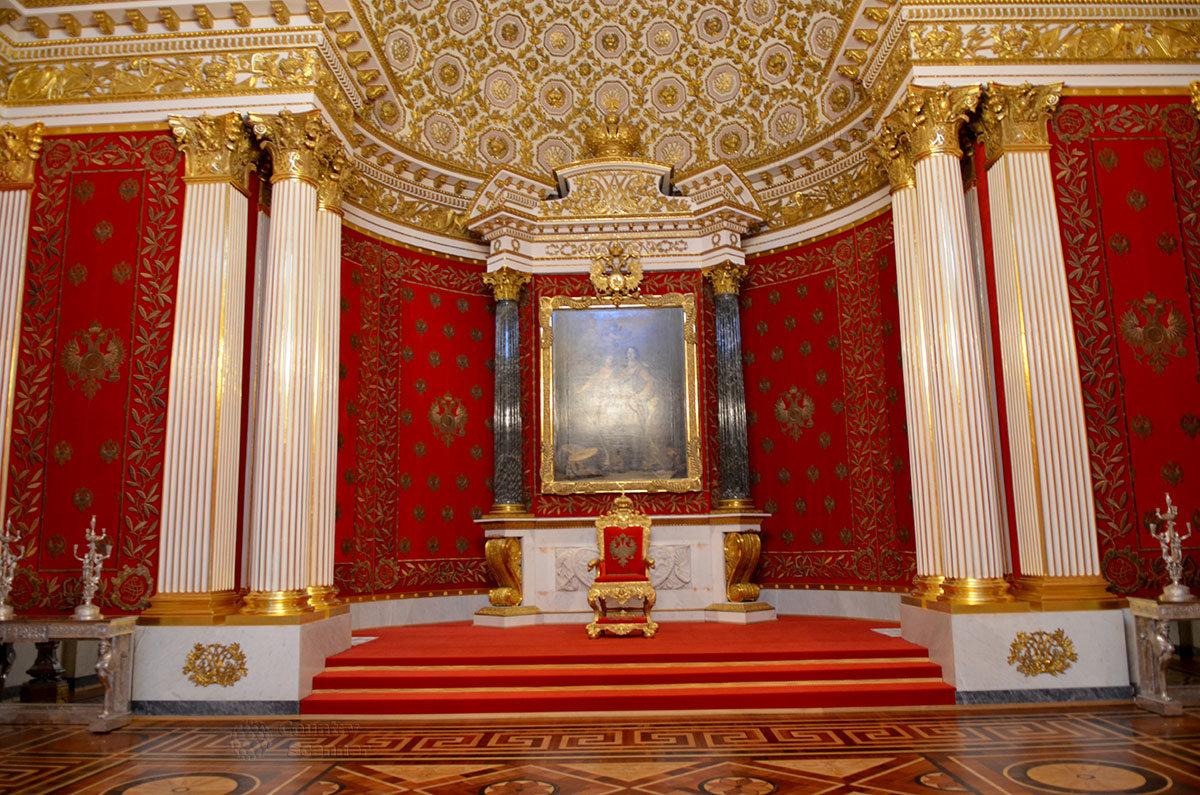 Память Петра Великого увековечена в Малом тронном (Петровском) зале, это один из двух тронных залов, которые имеет Эрмитаж.