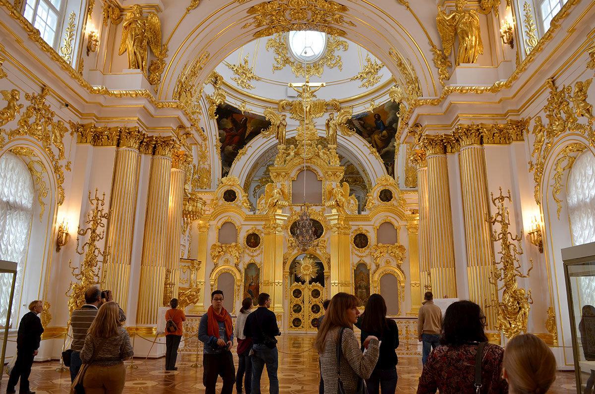 Собор Спаса Нерукотворного, встроенный в комплекс Зимнего дворца.