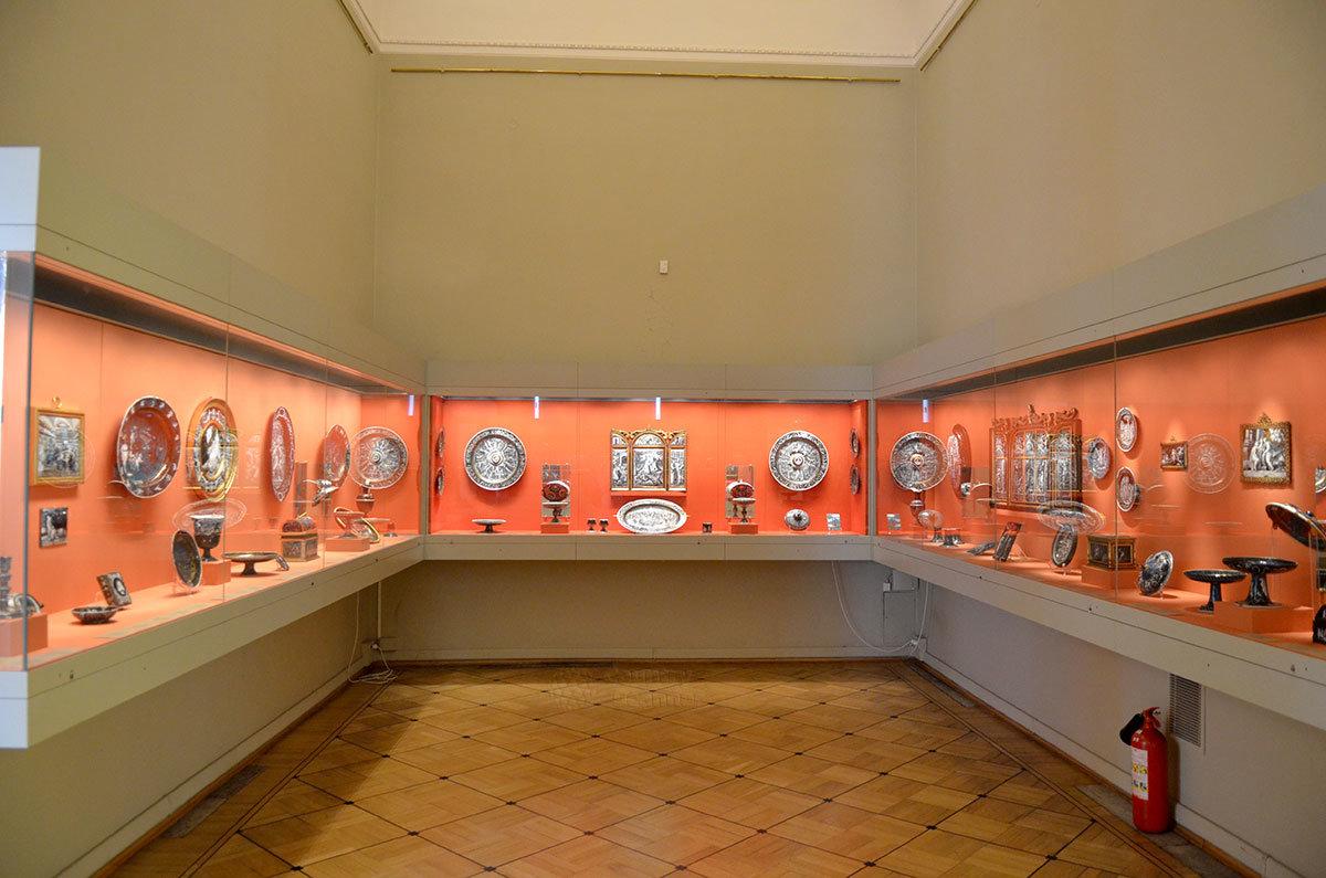 Зал серебряных экспонатов в Эрмитаже