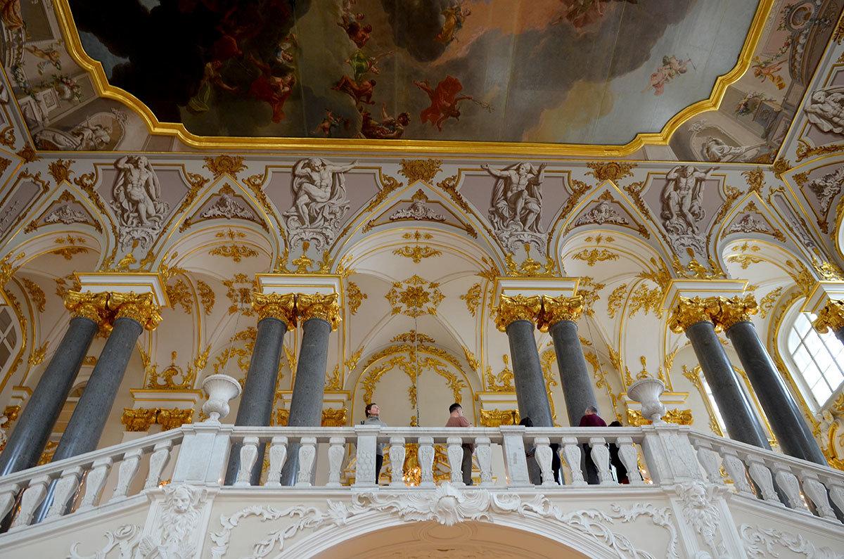 Фрагменты декоративных элементов украшения Посольской лестницы в Эрмитаже