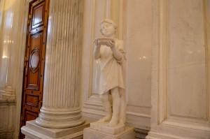 Советская лестница Эрмитажа и украшающие её статуи